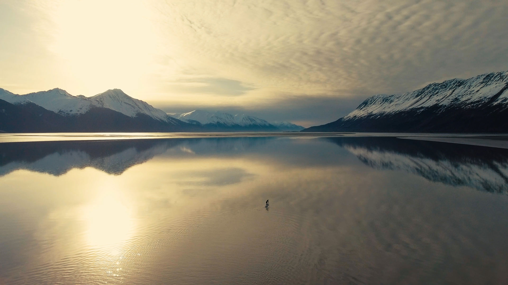 Paddleboarding-in-Turnagain-Arm